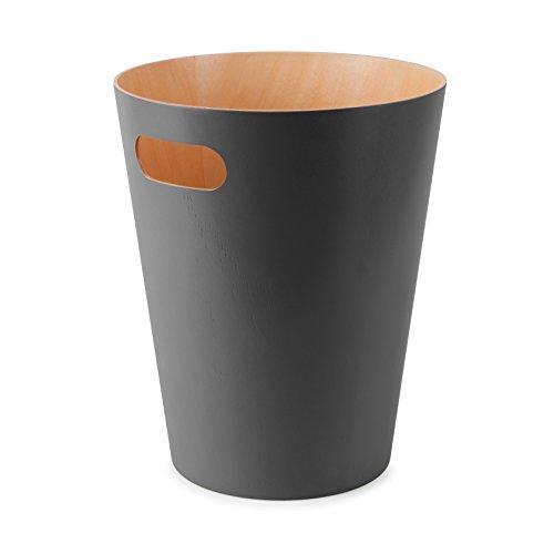 Umbra Woodrow Abfalleimer – Zweifarbiger Holz Papierkorb für Büro, Badezimmer, Wohnzimmer und Mehr, 7,5l Fassungsvermögen, Natur/Dunkelgrau