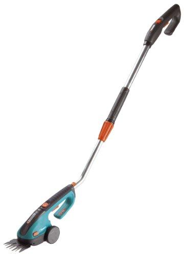 GARDENA Set Akku-Grasschere ClassicCut: Strauchschere mit Teleskop-Drehstiel, Rasenkantenschere mit 8 cm Schnittbreite, für bis zu 800 m Rasenkante, Komforthandgriff, LED Ladezustandsanzeige (8890-20)