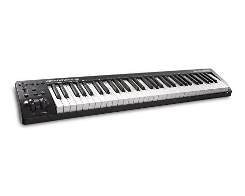 M-Audio  Kompakter 61-Tasten MIDI Keyboard Controller mit zuweisbaren Reglern, Pitch/Modulation Rädern, Plug-And-Play (Mac/PC) Konnektivität und Software Production Suite