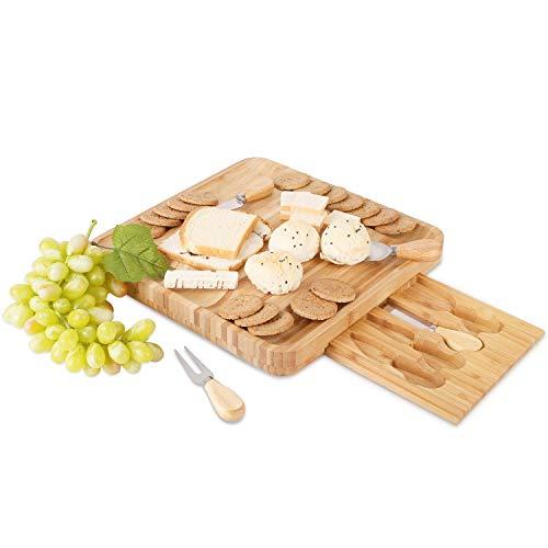 Homfa Bambus Käsebrett mit 4X Käsemesser Set Servierbrett Käseplatten Schneidebrett Set Servierplatte Küchenbrett 33x33x4,5cm (BxTxH)