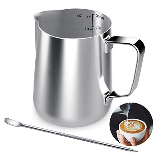 Milchkännchen, 350 ML Handheld Edelstahl Milchkanne Aufschäumkännchen, Kaffee Milch Aufschäumer Kännchen mit Messung Mark und Latte Art Pen, Milchkännchen perfekt für Barista Cappuccino Espresso