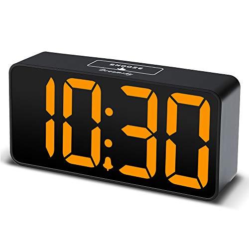DreamSky LED Digital Wecker mit USB-Ladeanschluss, Große Ziffern Display, Lauter Alarm, Helligkeit und Lautstärke Regelbar, Snooze, 12/24HR, Netzbetrieben