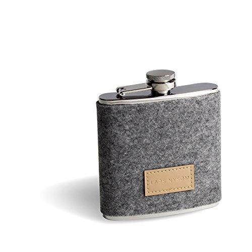 LARS NYSØM Design Flachmann SPIRIT I 200-ml Edelstahl Hip-Flask mit grauer Filzhülle I Ideal als Geschenk