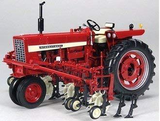 Speccast Farmall 544 Gas Schmal Vorne mit Vier Reihen Grubber Traktor