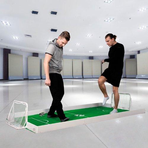 BUSDUGA Fussballspiel für 1 gegen 1 Duelle zuhause - indoor&outdoor Fußballfeld 250x140cm komplett Set, 2xTore, 1xBall, Teppich und Bande WELTNEUHEIT - EINZIGARTIG