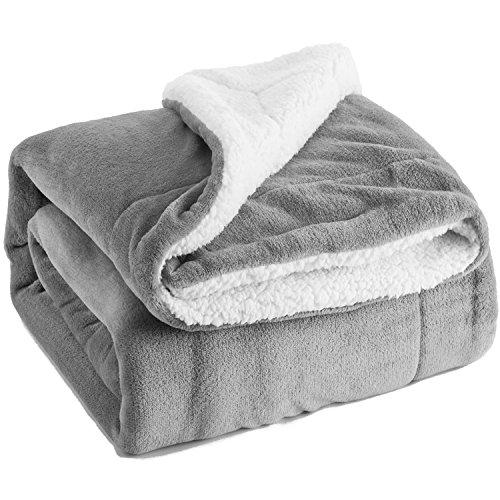 Kuscheldecke 150x200cm Grau flauschige warme Wohndecken, Doppelt genäht Zweiseitige Sherpawolle Fleece Decke Bett- und Sofadecken, Super weiche Überwurf Decken von Bedsure