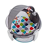 Fisher-Price FWX16 Reise-Babykorb faltbarer Korb mit Sonnen- und Insektenschutz inkl. 2 Spielzeugen Babyerstausstattung, ab 0 Monaten