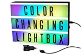 Gadgy  Cinema LightBox mit Farbwechsel und Adapter A4 | Besondere Vintage Kino Leuchtkasten | LED mit 85 Buchstaben und Symbole Emoji Zahlen | 30x22x5,5 cm. Funktioniert mit Batterien oder Strom