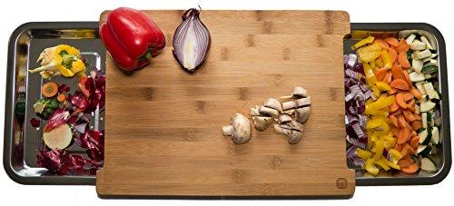naturlik Schneidebrett aus hochwertigem Holz (Bambus) | 2 ausziehbare Laden aus Edelstahl für mehr Platz zum Schneiden | Praktische Küchenhilfe: Reste nach links - geschnittenes nach rechts | Schönes Design | Ideale Größe: 38x29x3cm