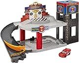 Mattel Disney Cars DWB90 - Piston Cup Rennbahn-Parkhaus Spielset