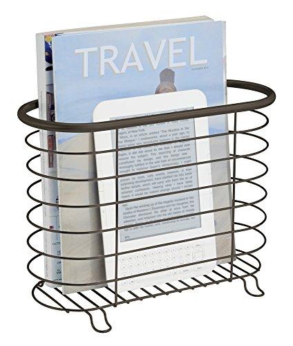 mDesign Zeitungshalter – schöner Zeitschriftensammler aus rostfreiem Metall als schickes Badzubehör – auch für Bücher, Tablets und Co. geeignet – Bronze