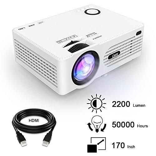 QKK 2200 Lumens LCD Beamer, Mini Heimkino Beamer, Projektor, unterstützt 1080P Full HD, HDMI, VGA, USB x 2, SD, AV und Kopfhörer Schnittstelle, inkl HDMI und AV Kabel, Multimedien Heimkino Entertainment, Weiß.