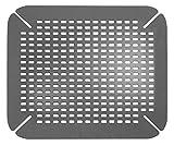 InterDesign Basic Spülbeckenmatte, Spülbeckeneinlage aus PVC Kunststoff, grau