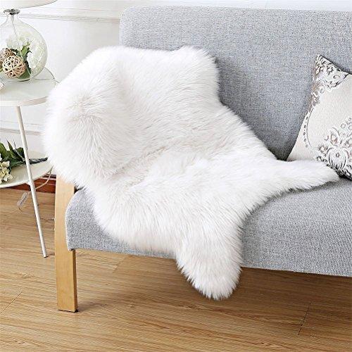 Faux Lammfell Schaffell Teppich (60 x 90 cm) Lammfellimitat Teppich Longhair Fell Optik Nachahmung Wolle Bettvorleger Sofa Matte (Weiß, 60 x 90 cm)