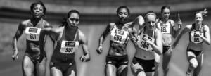 Läuferinnen sind zu sehen, die ihr bestes geben. Sie sind motiviert um ins Ziel zu kommen.